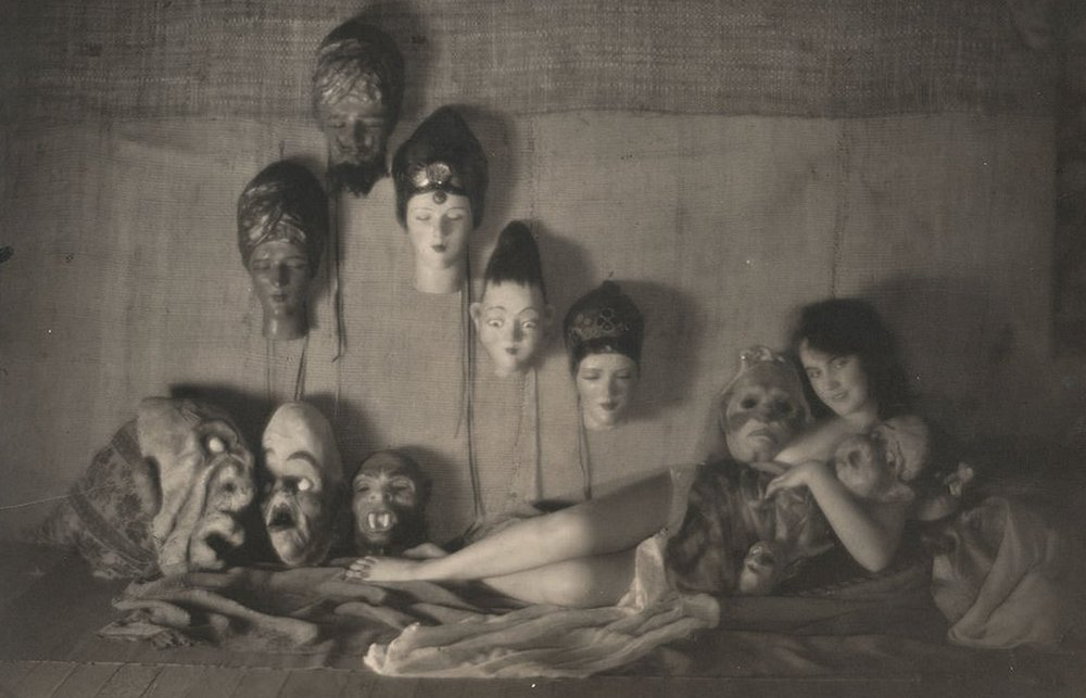 Faye Wray as a witch surrounded by the masks of all the former lovers who dared to disappoint her