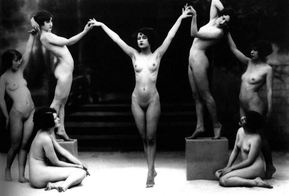 seven naked women in vintage art photo pose by Albert Arthur Allen